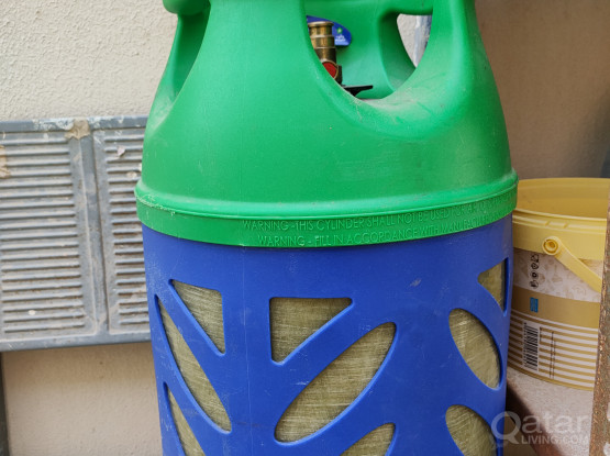 Gas cylinder, regulator and pipe