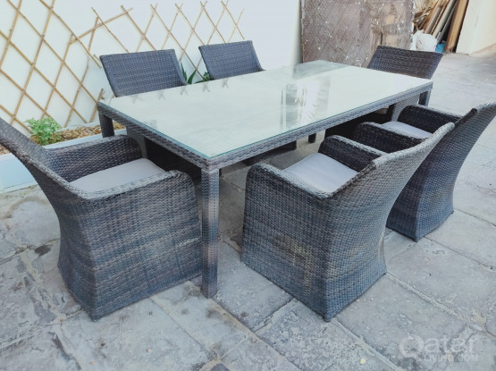 For sale outdoor table & chairs