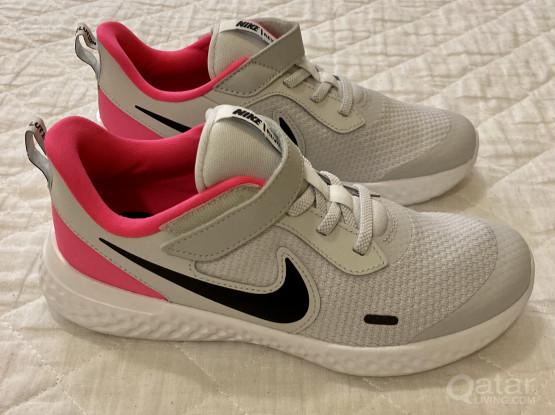 Brand New! Girls Nike Shoes (EUR 35)