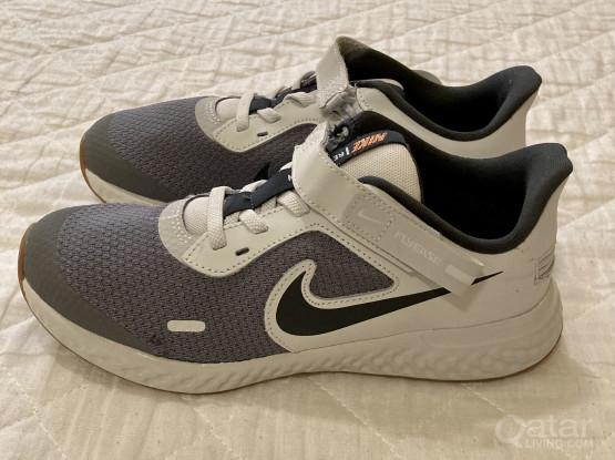 Brand New! Boys Nike Shoes (EUR 35)